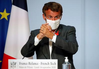 Macron con mascherina