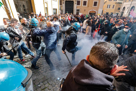 Clashes with Police during merchants demonstration
