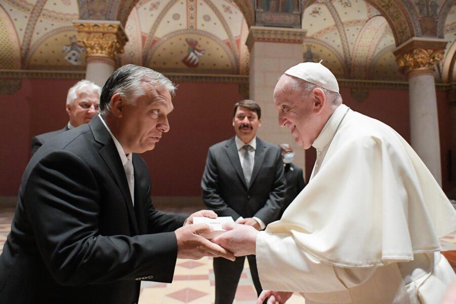 Papa Francesco con Orban